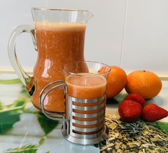 Zumo de naranja y fresas