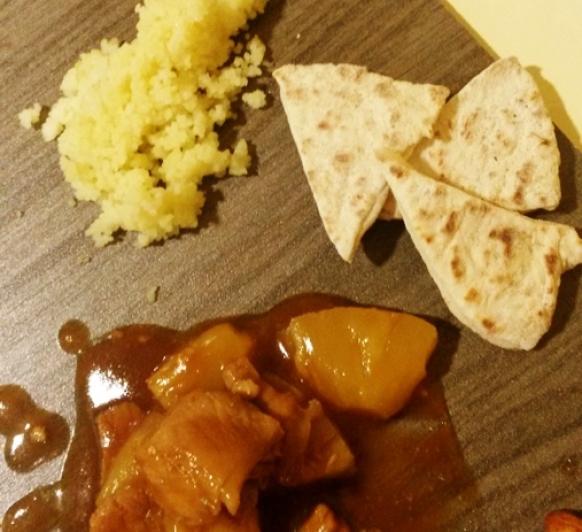 Escalopines con piña, salsa agridulce con cuscus en Thermomix®